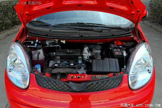 动力方面,奔奔mini搭载的是长安c10直列4缸发动机,最大输出高清图片