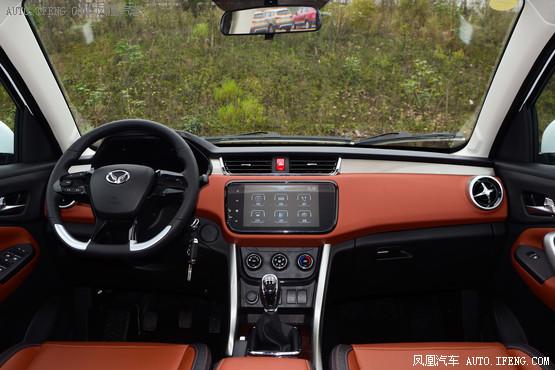2016款 北汽幻速S3L 1.5L 手动尊贵型 白色