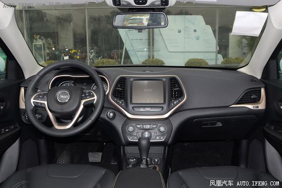 2016款 Jeep自由光 2.4L 专业版智能包
