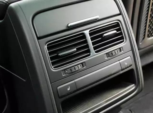 堵车严重时记得关闭这个功能 这些行为最伤汽车电池!