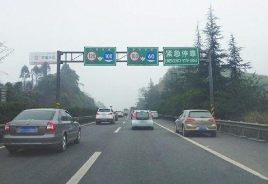 为什么老司机开车都喜欢跑在中间车道?