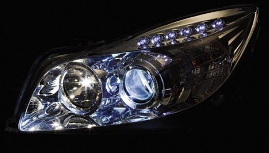 汽车大灯的卤素灯,氙气灯